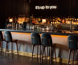Absacker in der urigen Hafenkneipe oder internationale Drinks in der New York Bar: In Bremerhaven geht beides.